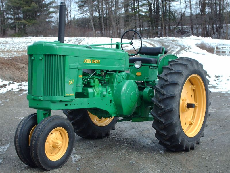 pics of Franks pet Tractor resto project AFTER!